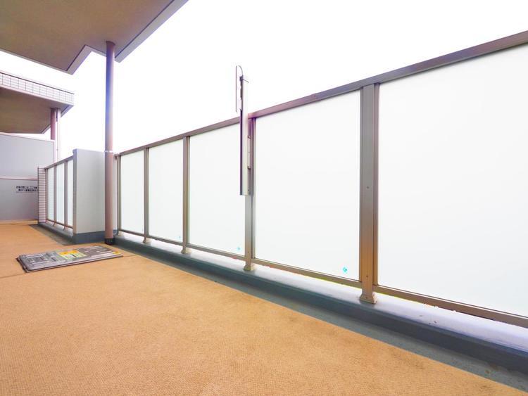 ワイドバルコニー〜自然の光と風を感じられる開放的なアウトドアリビングとしても利用できます。