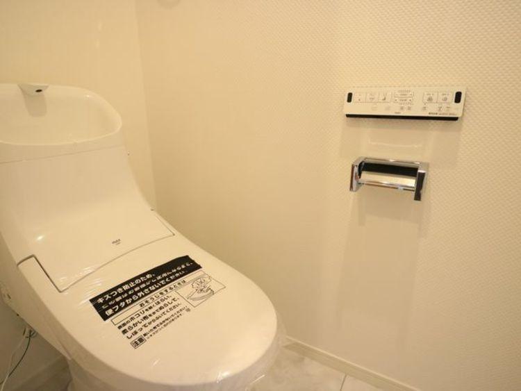 プライベート空間として機能にこだわった、ナチュラルで優しい雰囲気のトイレはリラックス空間へ。
