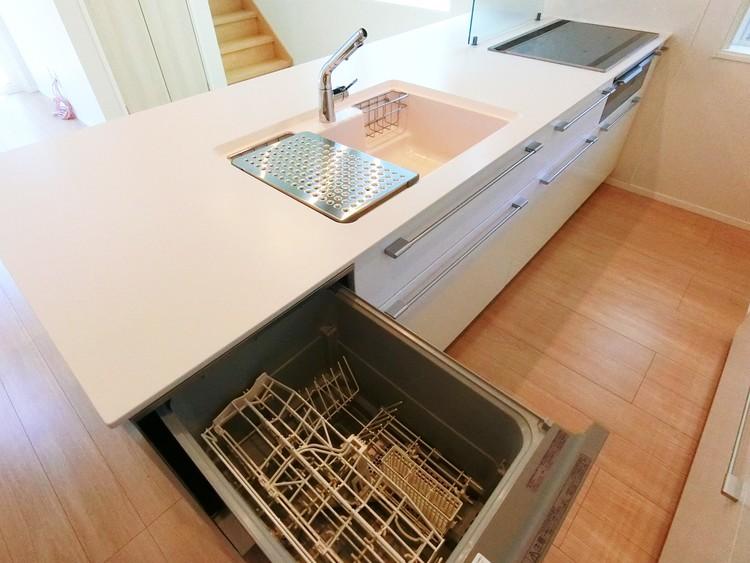 食洗機完備で、食事のあとも家族団らんの時間をゆっくり過ごせますね。
