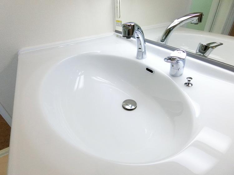 大きな洗面ボウルで、使いやすそうな洗面台です。