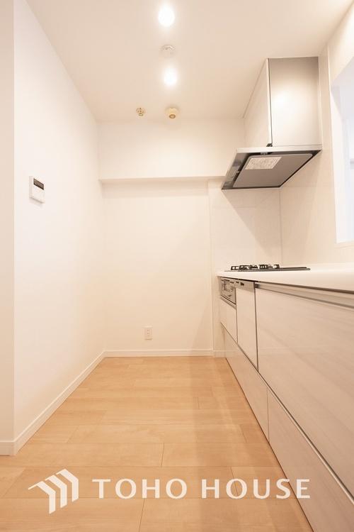 〜清潔感あるキッチン〜 「美しく・使いやすい」。奥様想いのキッチン空間。優しい温もりを醸し出すカウンターキッチンは料理の為の配慮を散りばめられた仕様です。