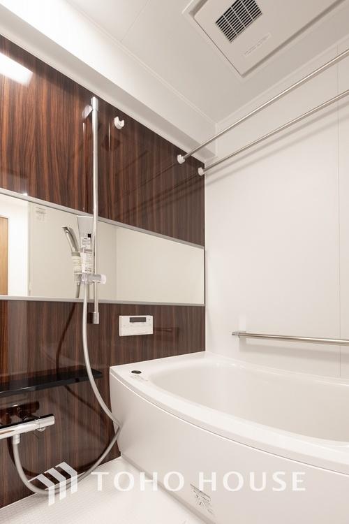 〜浴室〜 リフォーム済の浴室です。天気に左右されずに洗濯物を乾かせる、浴室乾燥機・オートバス機能付きです。