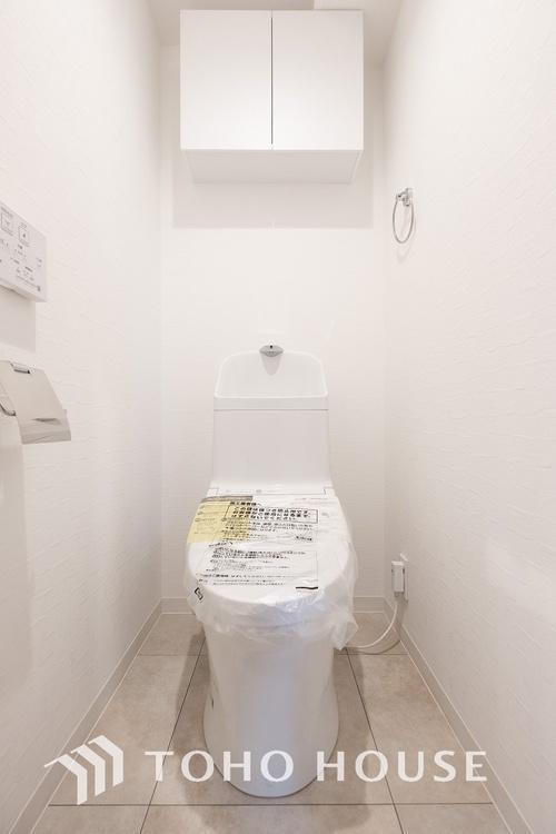 〜リフォーム済み・トイレ〜 トイレには、収納スペースを設けておりますので、トイレットペーパーなど買いだめした日用品を収納する事が出来ます。