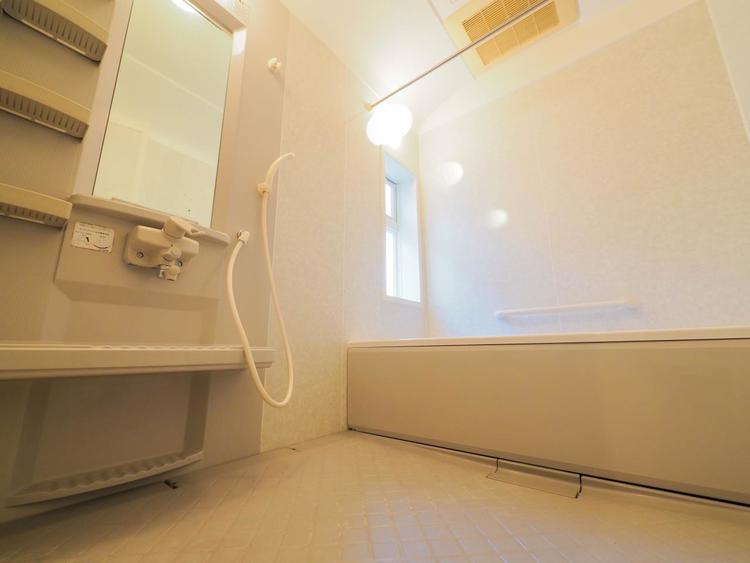 落ち着いた雰囲気のゆったり寛げるバスルーム。毎日のバスタイムが楽しみになりそうです。