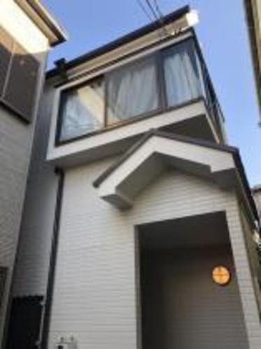 屋上バルコニーのある家の画像