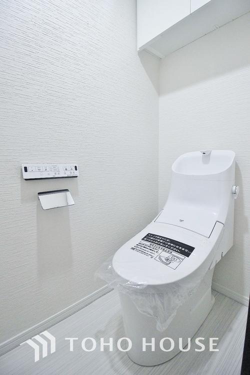 「リフォーム済み・トイレ」トイレには、収納スペースを設けておりますので、トイレットペーパーなど買いだめした日用品を収納する事が出来ます。