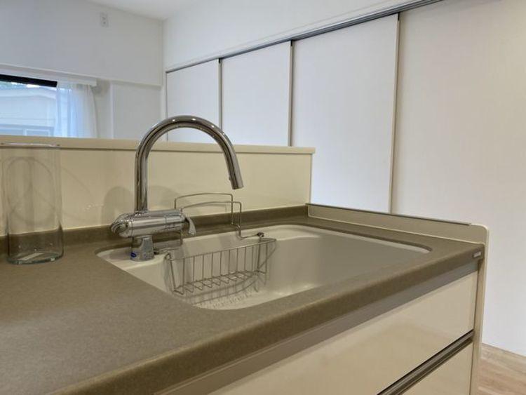 調理動線を考慮したシステムキッチンで、快適にお料理や洗い物ができます。
