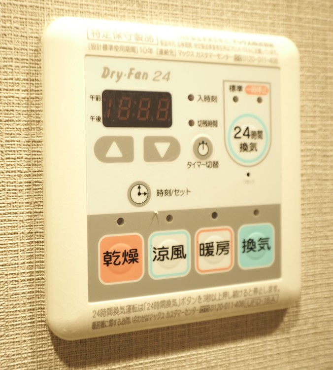 雨の日に大活躍の浴室乾燥機付。マンションの多くは浴室に窓がないため、カビ防止にも効果を発揮。