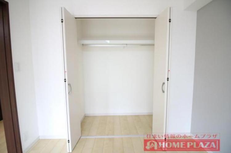 大容量のクローゼット付きで、お部屋を広くお使い頂くことができます。