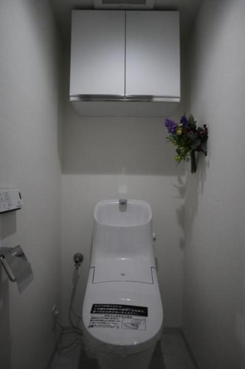 清潔感溢れるトイレ。落ち着いた空間で安らぎのひとときをお過ごしいただけます。