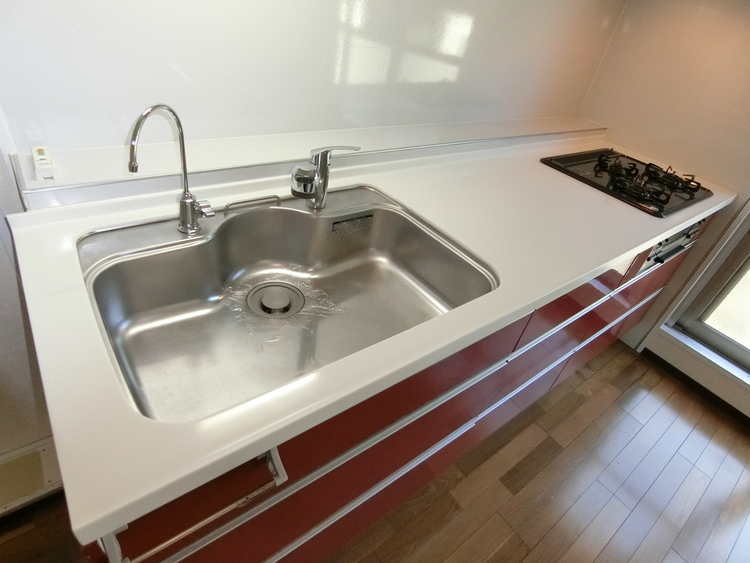 調理器具やお鍋などもたくさん入りますので、キッチン回りがスッキリと片付きそうですね。