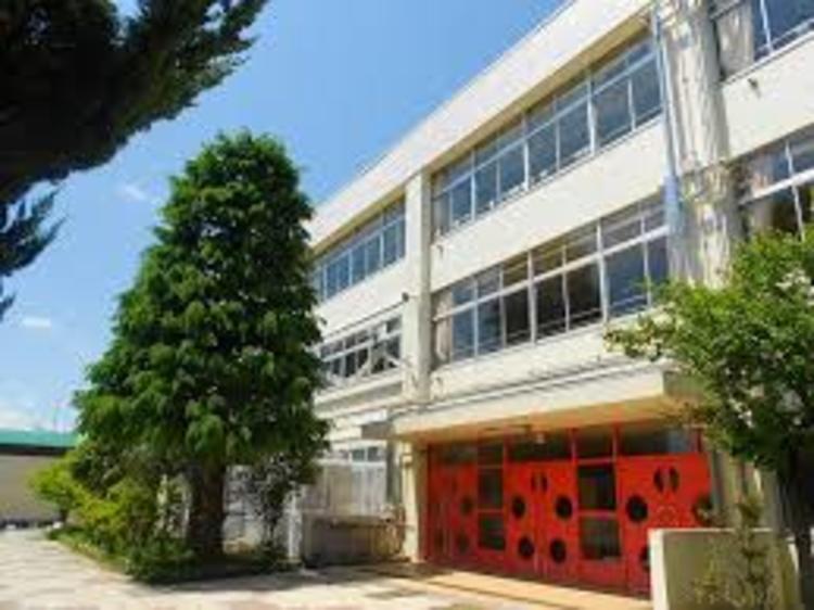 国立市立国立第二中学校まで60m