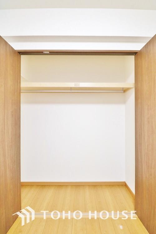 「収納」居室にはクローゼットを完備し、自由度の高い家具の配置が叶うシンプルな空間です。お子様の成長と必要になる子供部屋を与えるにはぴったりの間取りですね。
