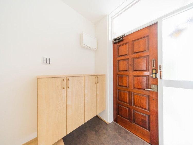 フロアタイル張替え、シューズボックスを新設した玄関