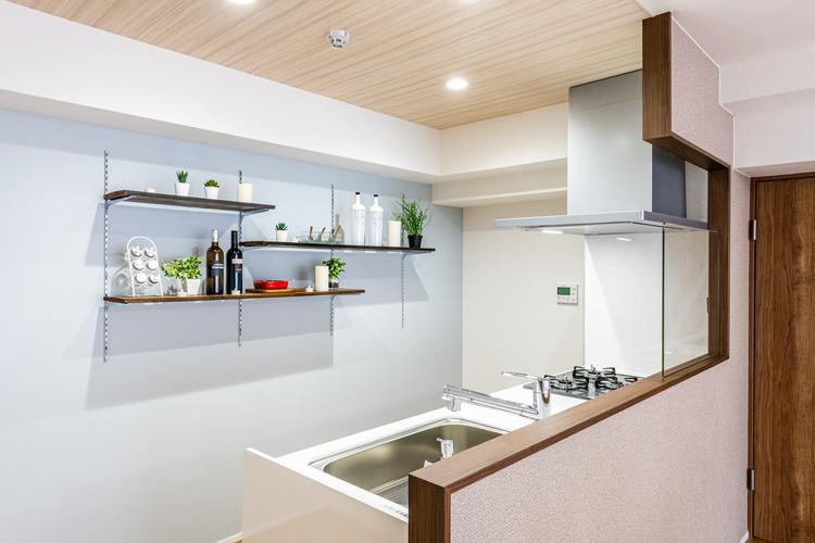 対面式のキッチンはご家族と会話を楽しみながらお料理ができそうですね。