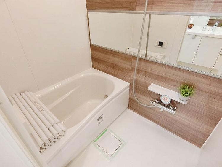 追い焚き機能付のお風呂でいつでも温かい湯船に入れますね。
