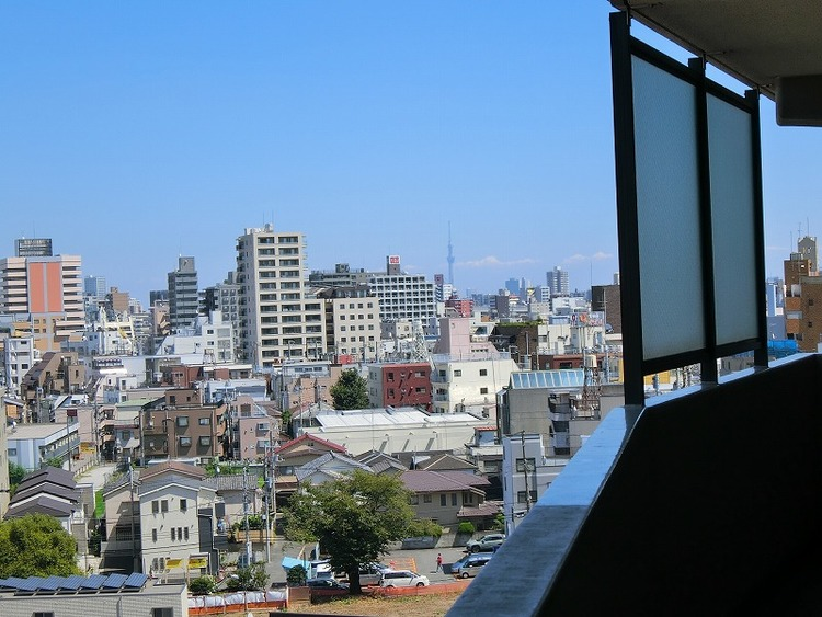 廊下からの眺望(スカイツリーを望む)