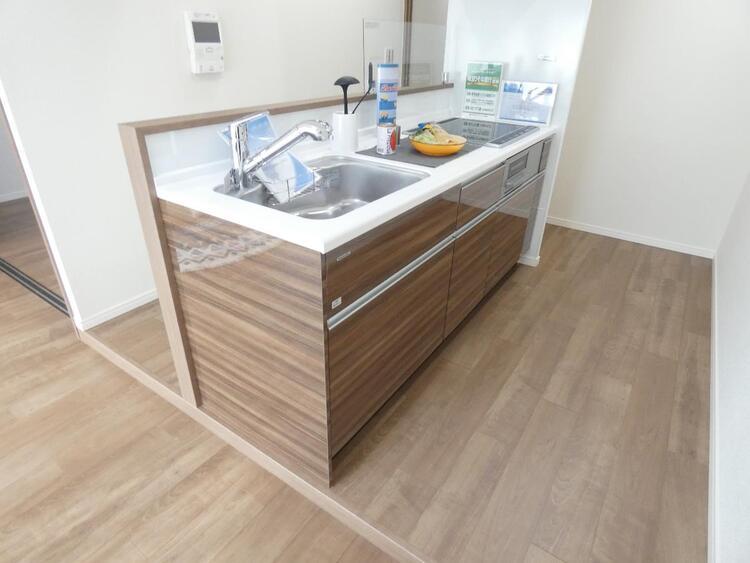 調理器具やお鍋なども入りますので、キッチン回りがスッキリと片付きそうですね。