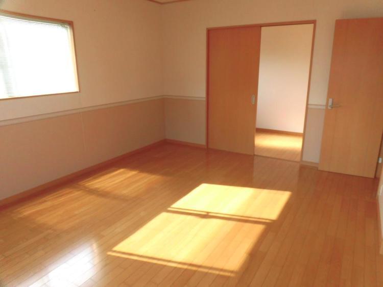 ベッドがゆったり2つ置ける広さで、主寝室にぴったりですね。