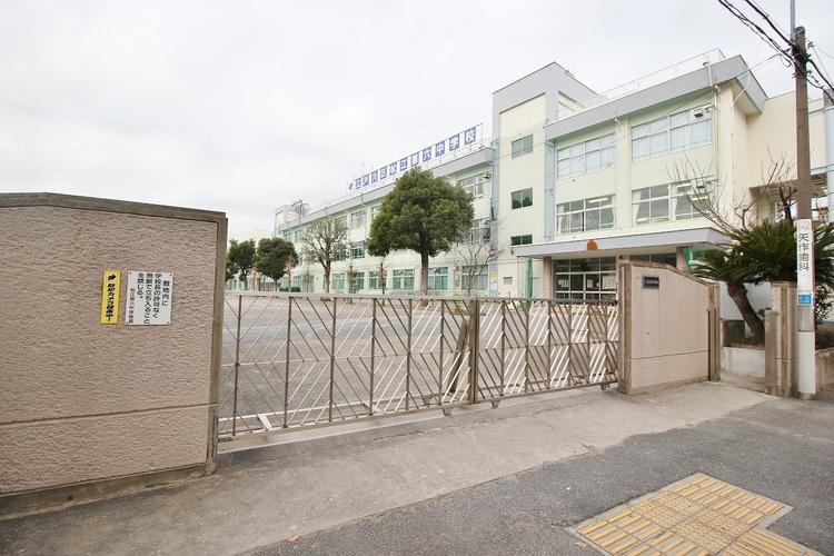 松江第六中学校 71m 教育目標:1、学び考える生徒2、他を思いやる生徒3、心身たくましい生徒