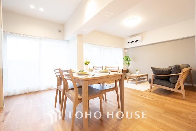 〜ゆとりの広々空間・約15.4帖LDK〜 キッチンからリビングは約15.4帖の広々空間です。過ごしやすく快適なリビングは、ご家族団欒に欠かせないくつろぎの間です。