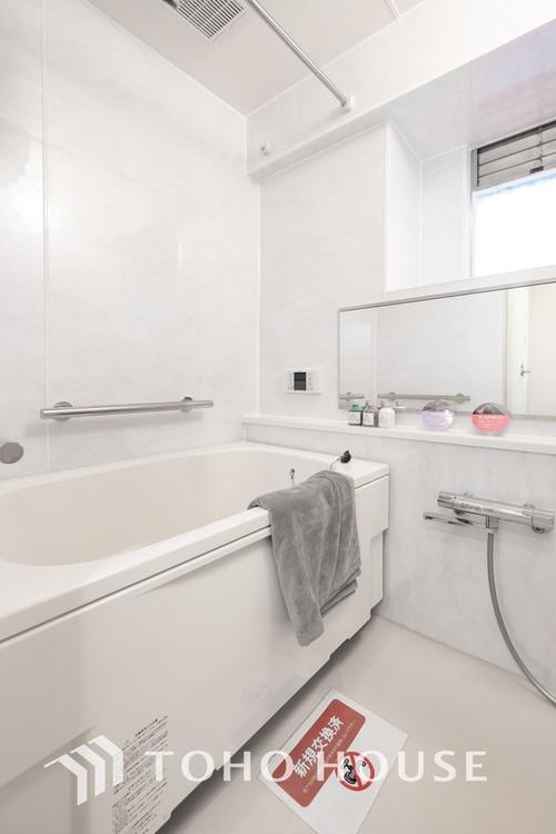 〜浴室〜 癒しの空間バスルームです。天気に左右されずに洗濯物を乾かせる、浴室乾燥機・オートバス機能付きです。