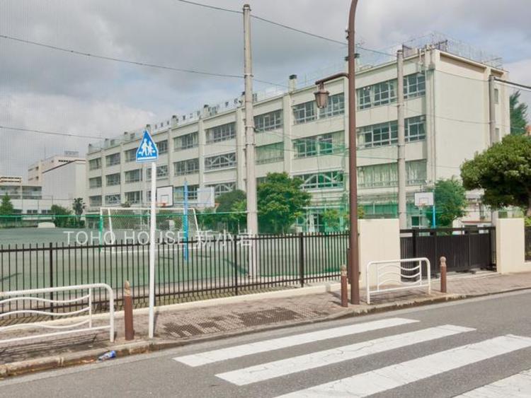 江東区立第二砂町小学校:1200m。教育目標 : よく考えて進んで学習する子   思いやりがあり心豊かな子   心もからだも健康な子