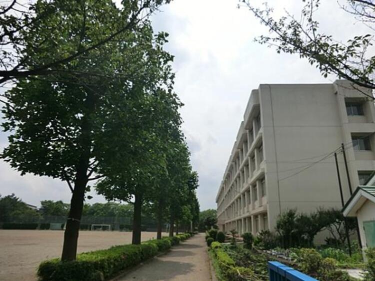 聖ヶ丘中学校 1660m