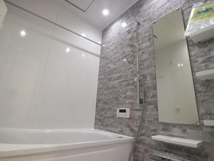 お風呂に求める「心地いい」という瞬間のために、機能性とデザイン性に重点を置き、くつろぎの空間を演出しました。