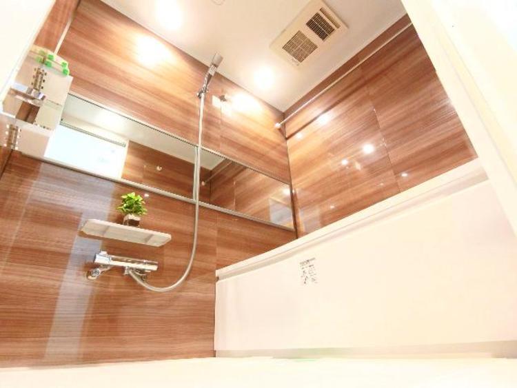 乾燥機付きのバスルーム。雨の日にはお洗濯物が干せますね。