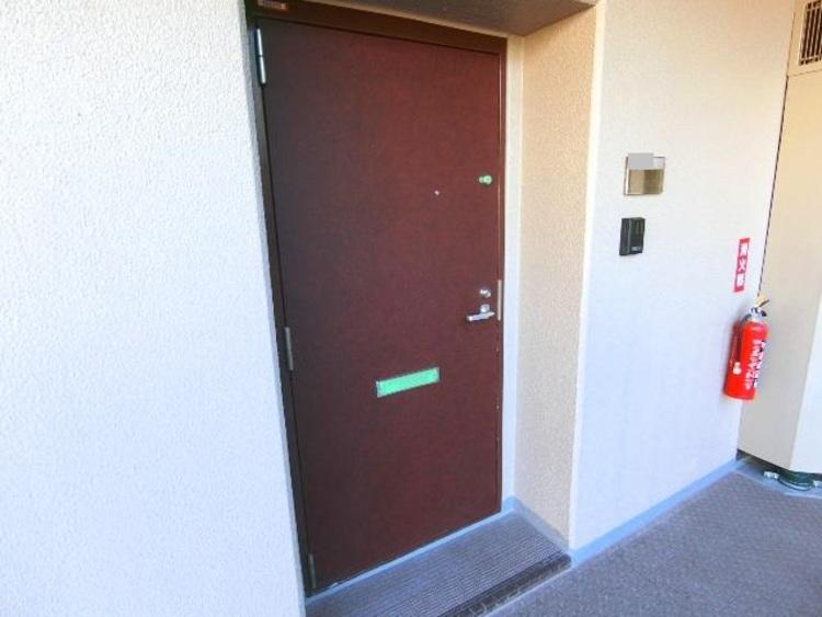 お部屋の玄関前です。