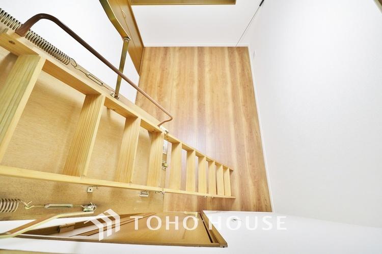 「ロフト」ロフトの設けられた居室は、天井高からの開放感を感じます。ロフト部分を寝台として活用することも出来、趣味の部屋として活用することが出来そうです。