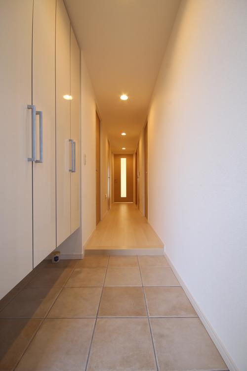 消し忘れの多い玄関照明は、人感センサー付きを採用しました