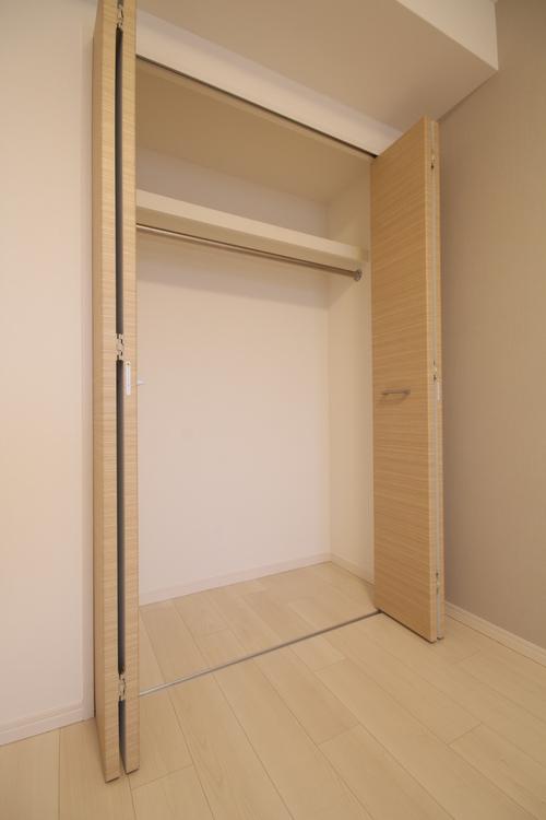 各洋室・和室に収納スペースが設置されています