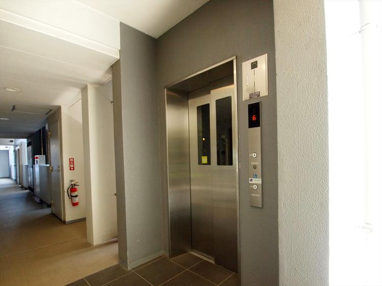 エレベーターで、お部屋までの移動もらくらくです