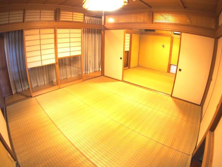 和室は約8帖と約6帖続きになっており、合わせて約14帖一間としてもお使いいただけます。大勢の来客にも対応できます。