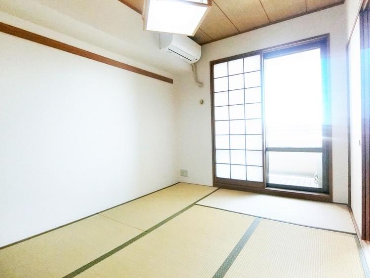 約6帖の和室はバルコニーに面しており明るいお部屋です。