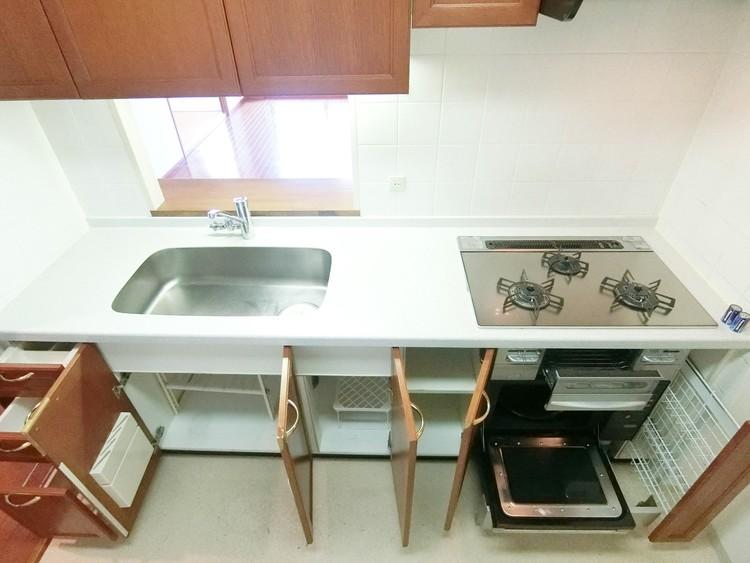 収納スペースも沢山あり調理器具なども整理しやすいですね。