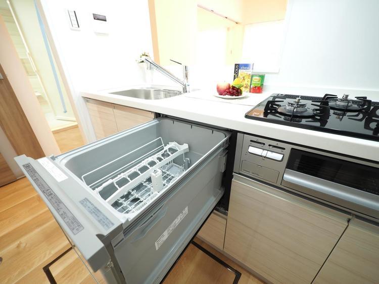 食洗機は、あるととっても便利な人気生活家電。標準で装備されていると嬉しいですね。