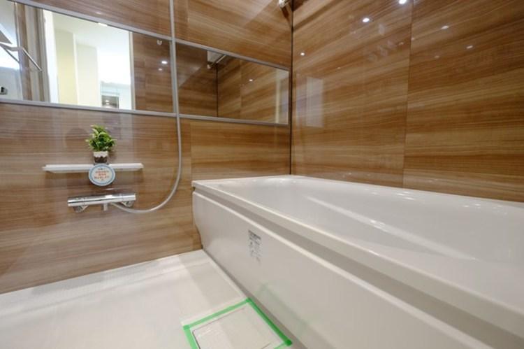 一日の疲れを癒してくれる場所だからこそ、一番落ち着く場所で有り続けます。浴室乾燥機・追い炊き機能も搭載。