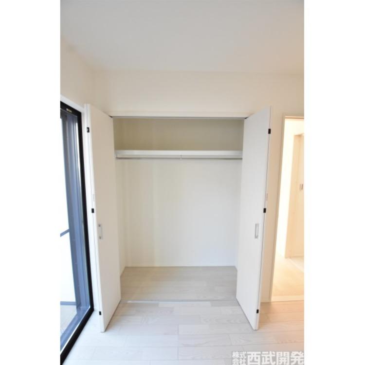 納戸4.5帖にもクローゼット付き。収納が多いお家はすっきりして快適です。居室にも使えますね。