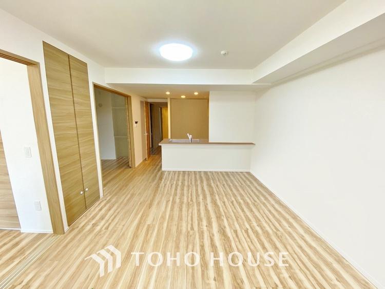〜アウトフレーム工法〜 柱形をバルコニーに出して、すっきりした室内を作るアウトフレーム工法を採用。デッドスペースがなく家具レイアウトの自由度も高まります。