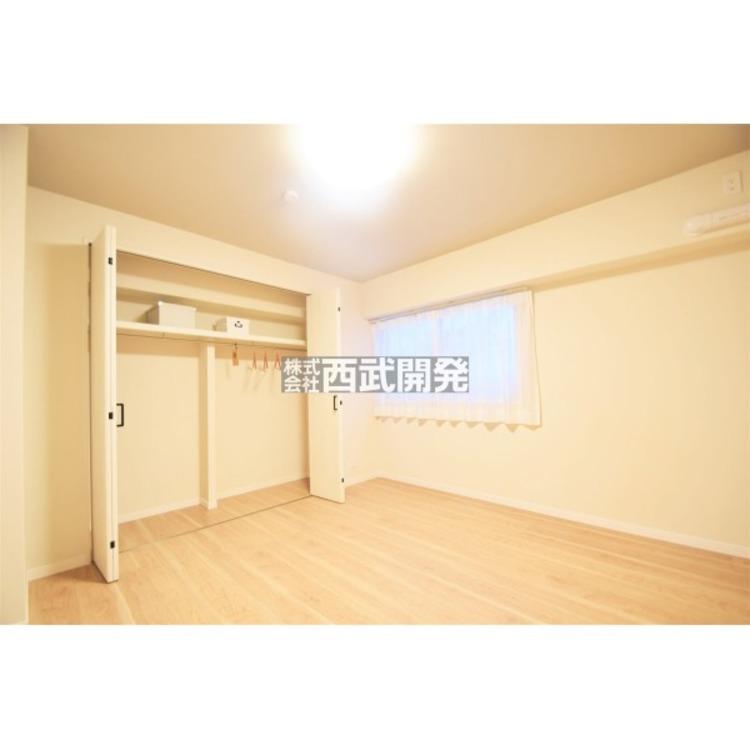 7.3帖とゆとりある広さの主寝室。