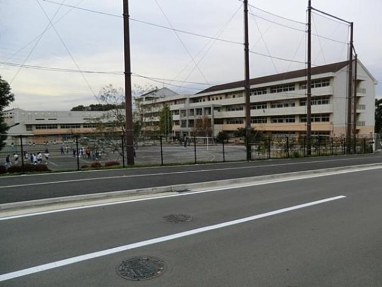 横浜市立十日市場中学校1580m