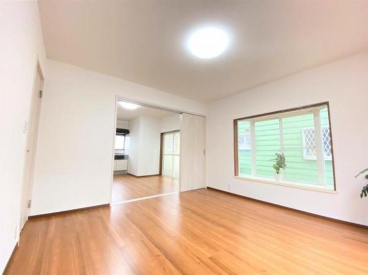 ゆったりして明るく気持ちがいいお部屋です。二面採光につき風通しも良好です♪