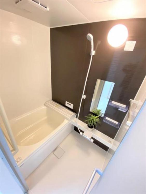 ホッとくつろげるバスルーム。一日の疲れを洗い流してください♪浴室乾燥機が付いているので、カビの発生を抑制できます。