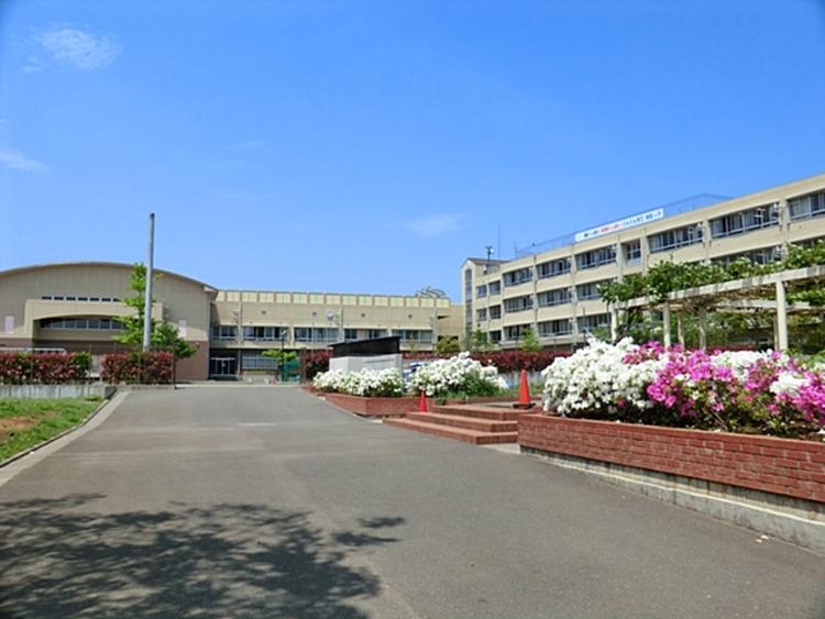 川崎市立柿生小学校 距離約1400m