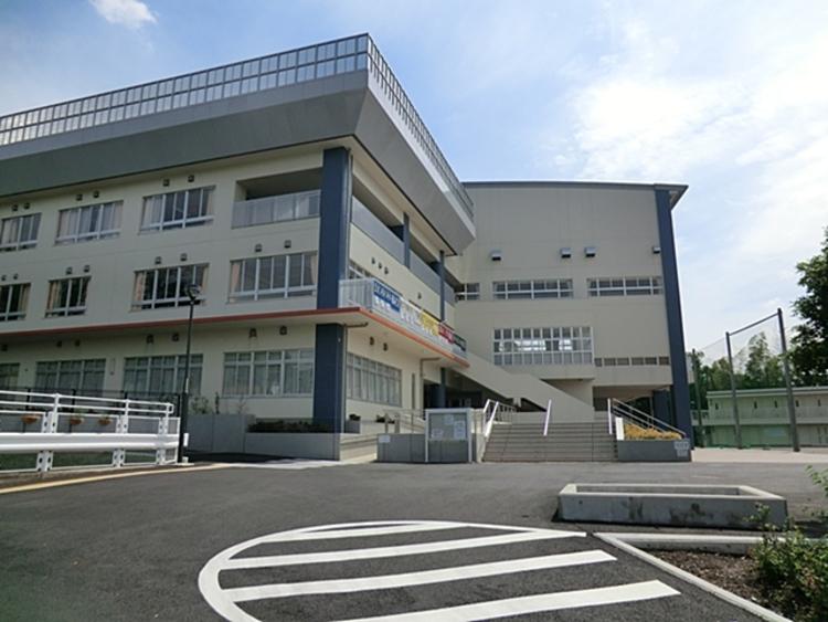 川崎市立柿生中学校 距離約800m