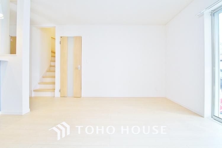 〜リビングダイニング〜 広々としたLDKは家具のレイアウトも自由自在なのでご家族の理想のスペースが作り上げられます。素敵なインテリアに囲まれてた自分好みの空間を。