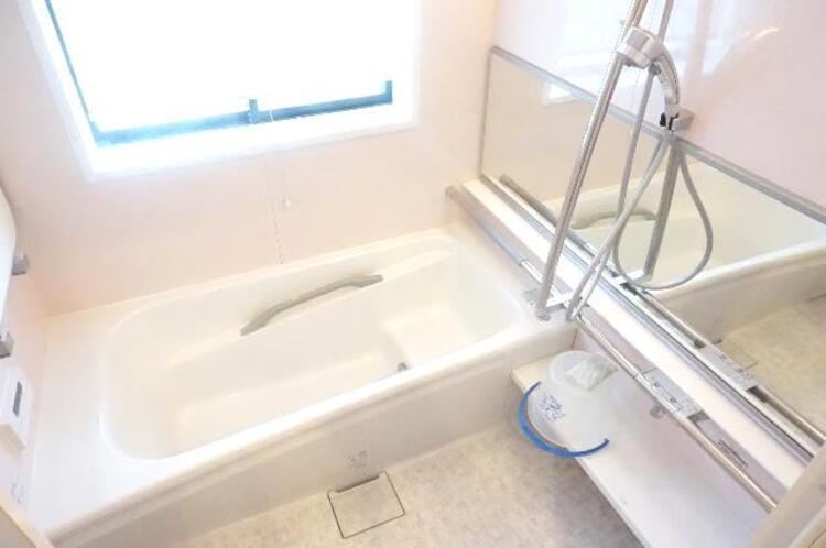 浴室に窓があり、風通しもバッチリ。カビも防げますね。
